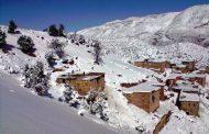 أزيلال تحت رحمة الثلوج و السلطات تتدخل لفك العزلة