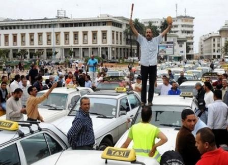 عاجل...شلل في حركة النقل بعد يوم غد الأربعاء ومسيرة وطنية للطاكسيات نحو القصر الملكي