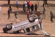 خطير وبالفيديو :عندما يتعرض رجال الأمن وسيارتهم للإعتداء والعنف والتخريب في مدينة جرادة…!!!