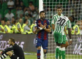 بتيس يتعثر في إفتتاح الدوري الإسباني لكرة القدم