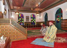 """أميرالمؤمنين يؤدي صلاة الجمعة بـ""""مسجد الإسراء والمعراج""""بالدار البيضاء"""