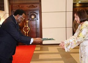 سفيرة المغرب بناميبيا تقدم أوراق اعتمادها للرئيس جينغوب