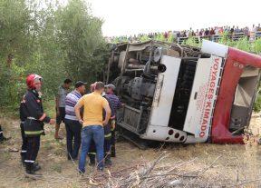 بالصور..مصرع 5 أشخاص وإصابة 37 آخرون في حادث إنقلاب حافلة لنقل المسافرين نواحي تاونات