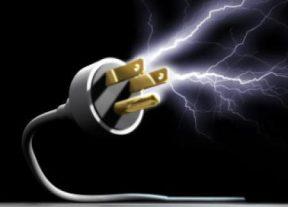 خطير..صعقة كهربائية ترسل مستخدم بمقهى إلى المستشفى في غيبوبة