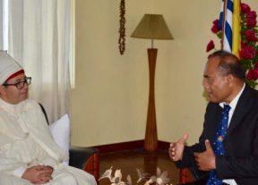 كريم مدرك يقدم أوراق إعتماده كسفير مفوض فوق العادة لجلالة الملك في فانواتو