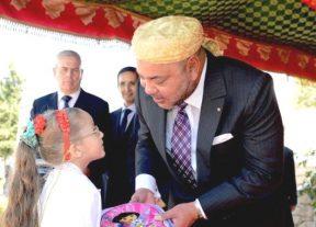 بالصور:جلالة الملك يعطي الإنطلاقة الرسمية لمبادرة مليون محفظة..و4 ملايين ونصف تلميذ يستفيد منها