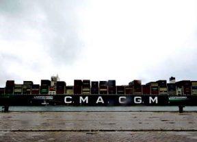 ميناء طنجة المتوسط يستقبل أكبر باخرة شحن تعمل بالغاز الطبيعي المسال